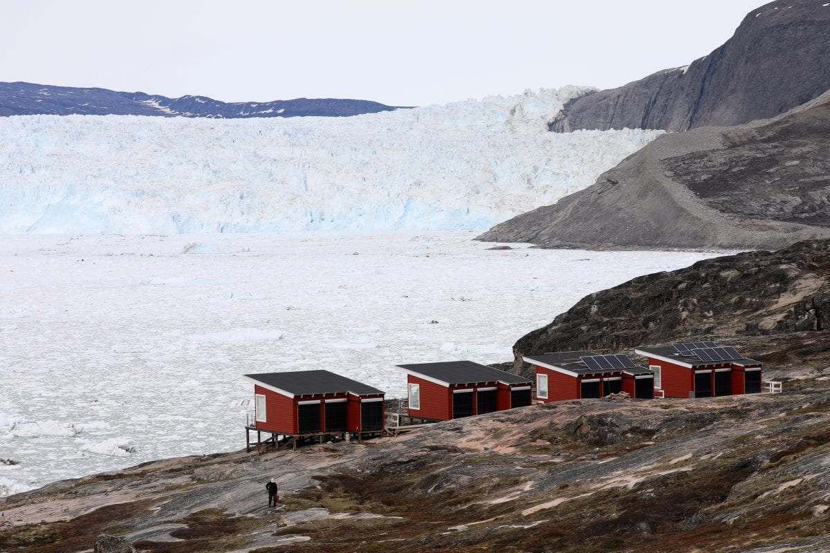 Cabins at Eqi lodge with an amazing view in Greenland - Photographer: Greenland Travel